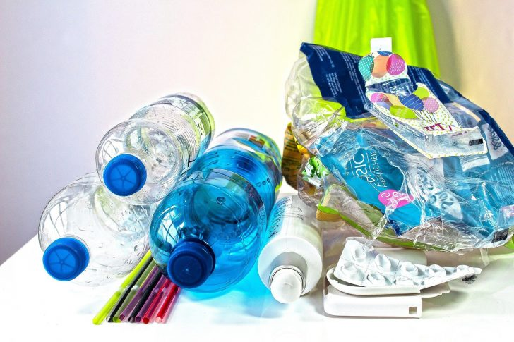 The author offers information on the use of environmentally friendly plastics in this article.